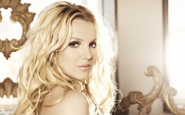 """Britney 'Femme Fatale"""" İle Yine Baştan Çıkarıyor!"""
