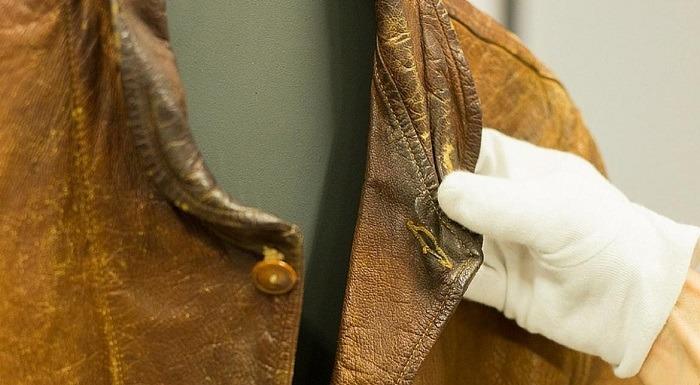 ceketin-satildigi-muzayedede-baska-hangi-esyalar-bulunuyor